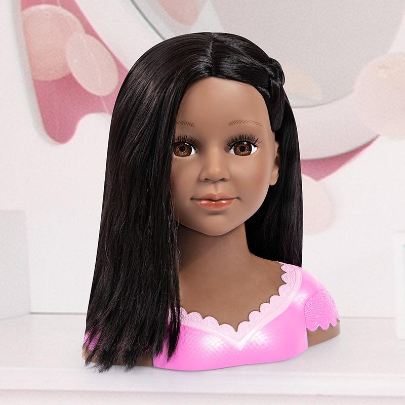 Coiffeur super modèle Charlene aux longs cheveux noirs