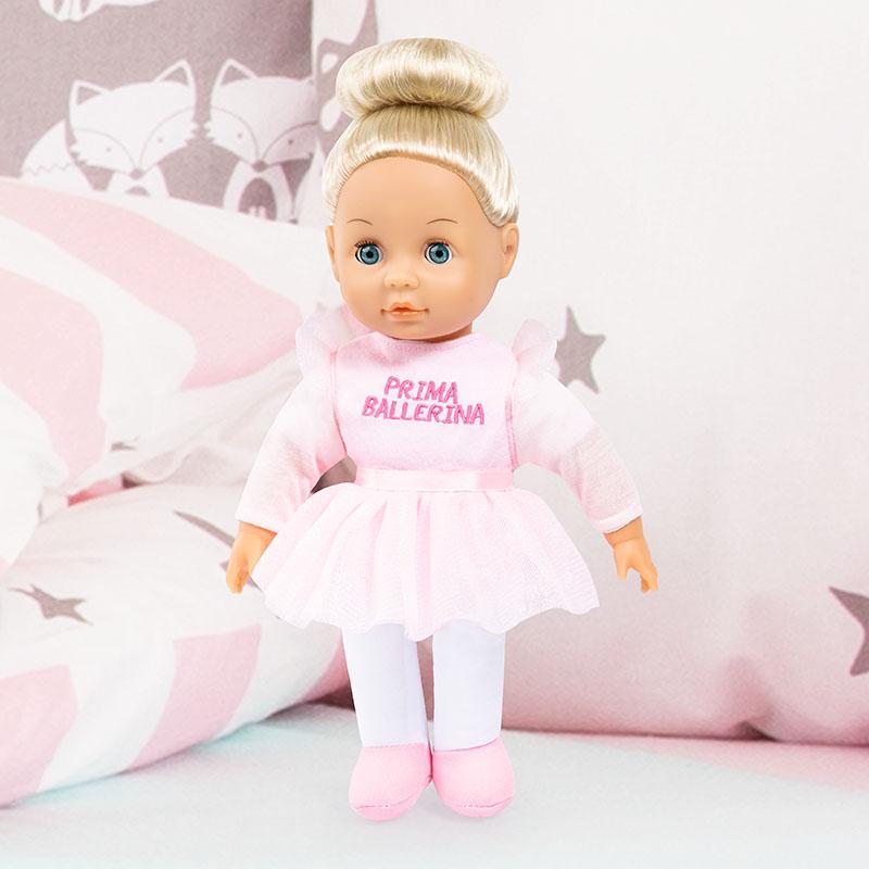 Anna Prima Ballerina ma długie blond włosy