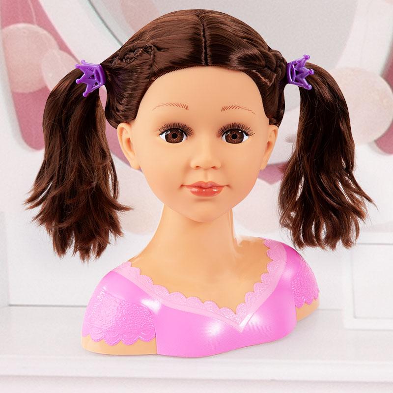 Charlene Super Model Frisur mit Zöpfen