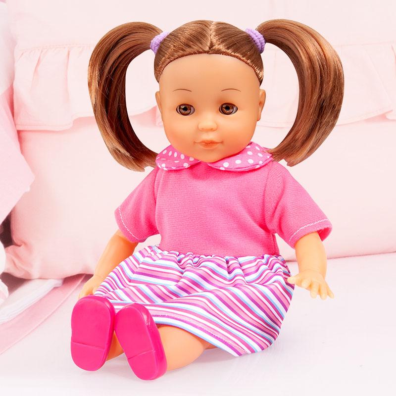Charlene Little Love hat lange braune haare