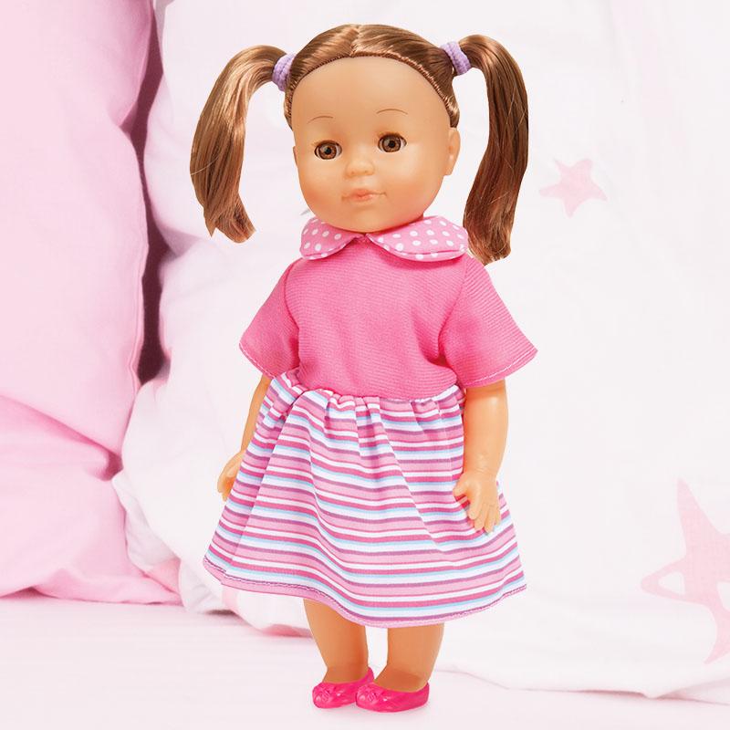 Charlene Little Love in ihrem schönen Kleid