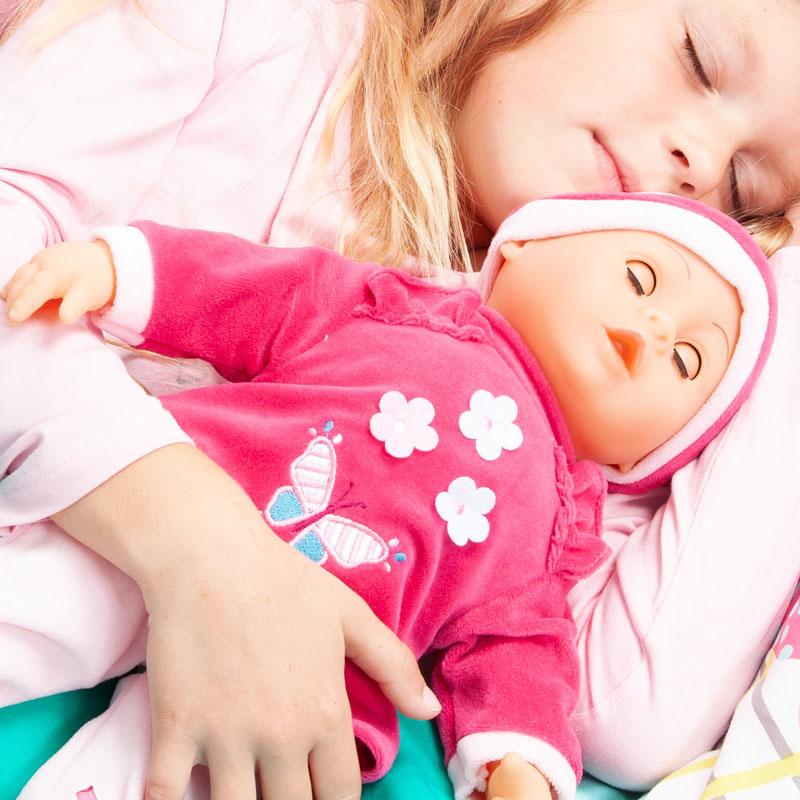 Baby Lisa schließt ihre Augen wenn sie müde wird