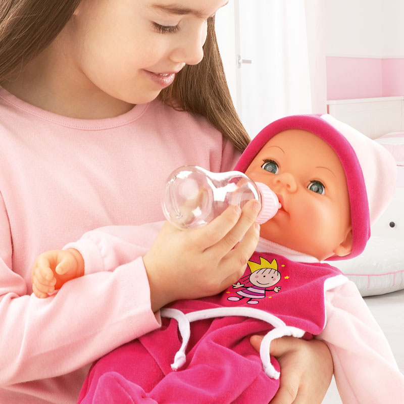 Hello Baby bewegt den Mund beim trinken und mach Schmatzgeräusche