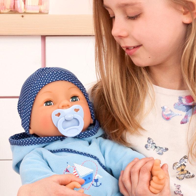 Drücke die linke Hand von Hello Baby Boy und er sagt Mama