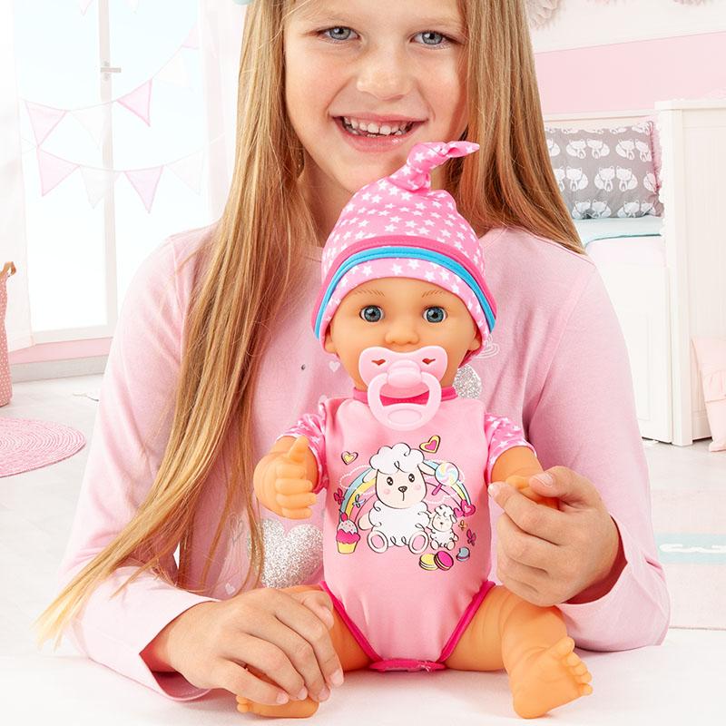 Lisa Newborn Baby in ihrem schönen Strampler