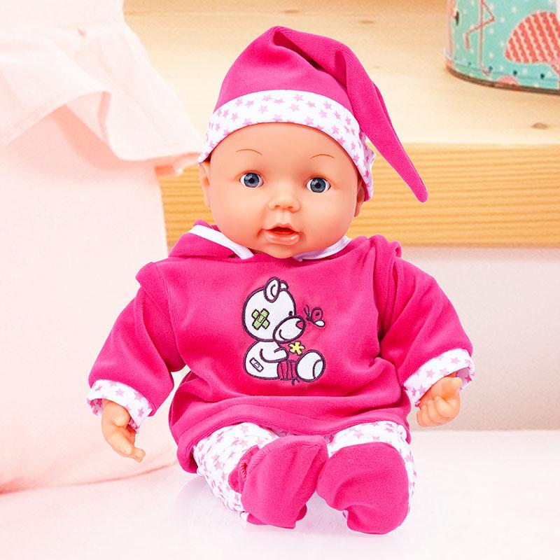 Doktor Baby mit wunderschöen Outfit bestehend aus Hose, Pullover mit lieblichen Bärchenpatch und Mütze.